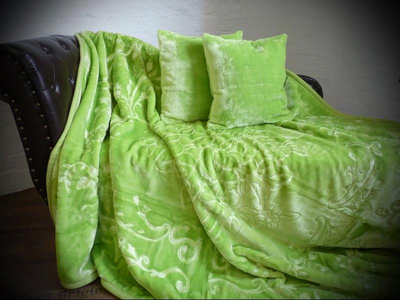 3tlg set luxus tagesdecke kuscheldecke decke hell gr n 2 kissen 40x40 ebay. Black Bedroom Furniture Sets. Home Design Ideas