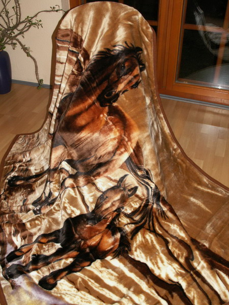 tagesdecke kuscheldecke decke plaid pferd mit fohlen braun. Black Bedroom Furniture Sets. Home Design Ideas